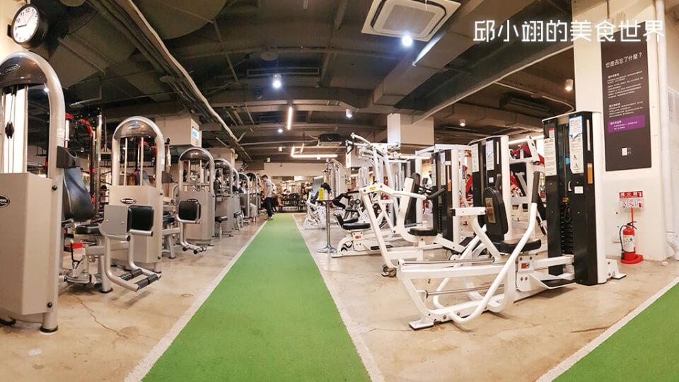 灰白色健身器材是屬於一般健身用的設備