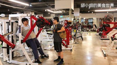 紅色的健身設備是比較適合高大身材的人使用