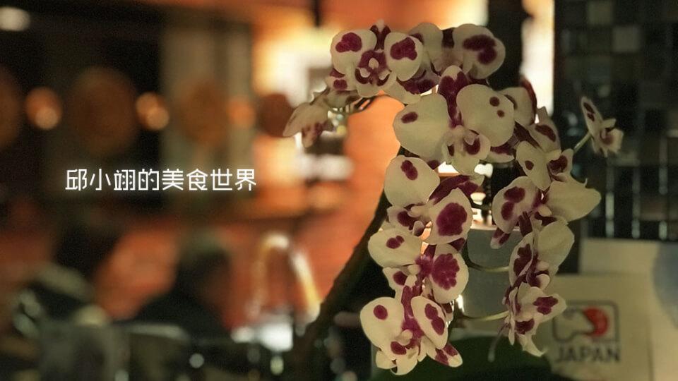 在蘭亭處處可見蘭花