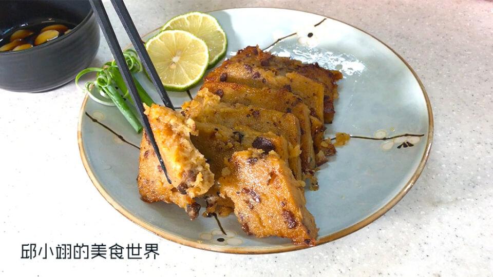 用筷子夾開後可以先看到粒粒分明的和牛小肉塊