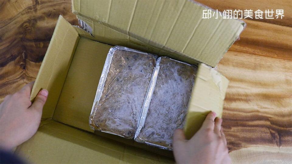 箱子拆開之後便看到自己訂購的兩條和牛蘿蔔糕