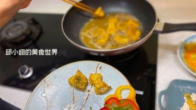 當外皮呈現酥脆的金黃色炸物,就可以將它盤上桌了