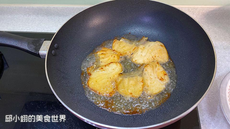 外表煎到金黃色就可以起鍋