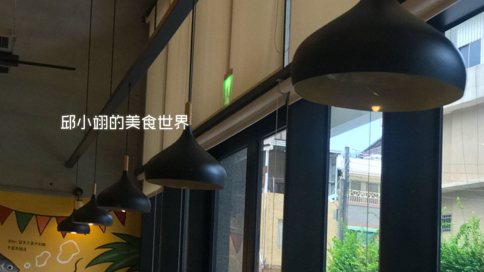 汽泡式的吊燈混搭工業風吊燈既簡約又時尚
