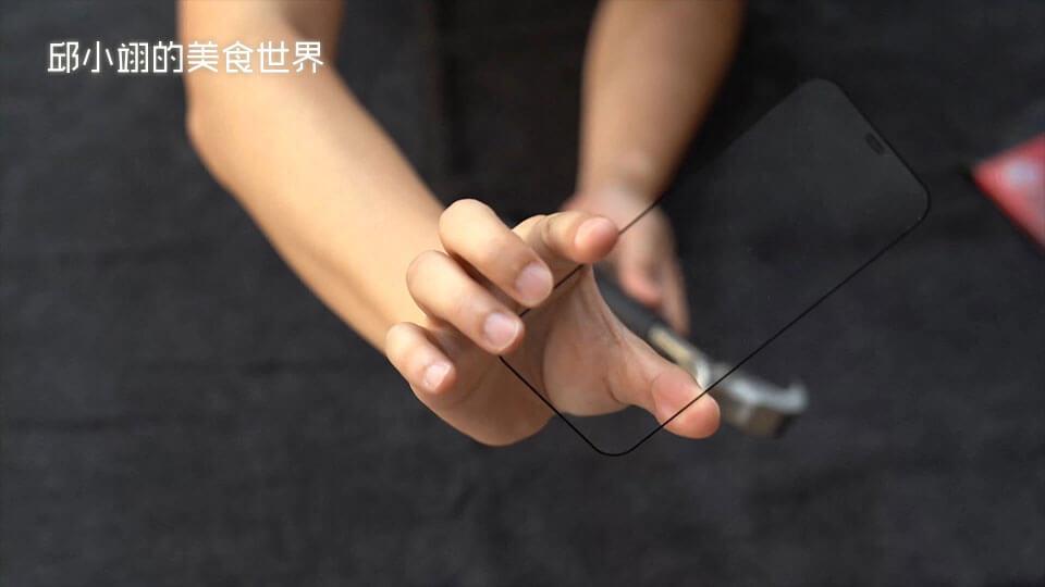测试的结果也和刚刚一样玻璃毫无损伤!