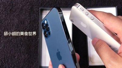 這次iPhone12系列的邊框設計感覺是致敬了iPhone 4的經典邊框設計
