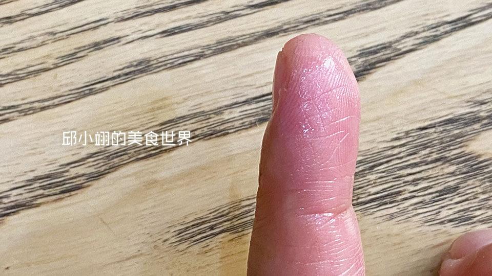 擦上【BIOTURM德國有機蜂蠟膏】,讓它在皮膚上形成滋養的保護層